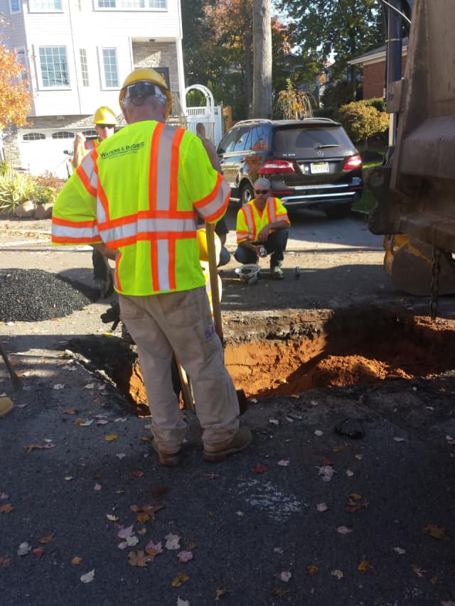 PSE&G crews dig in the vicinity of New Bridge Road, Westminster Avenue and Thames Avenue in Bergenfield working on gas lines.