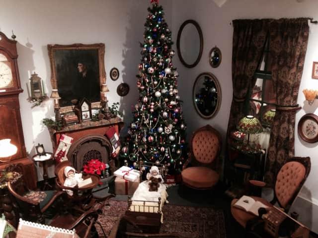 Jacob Blauvelt House celebrating the holidays