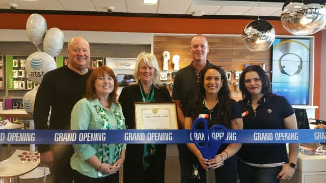 Pictured L-R: Edward Bergstraesser, External Affairs AT&T, Cortlandt Manor Councilwoman Debra A. Costello, Town Supervisor Linda Pulgisi, N.Y. Yankee Jeff Nelson join Carolina Sosa and Cait Bosser at the grand opening of AT&T in Cortlandt Manor.
