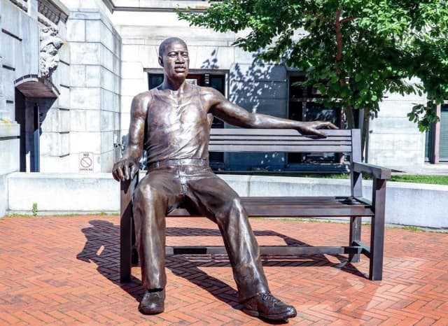 The George Floyd statue on the front steps of Newark City Hall.