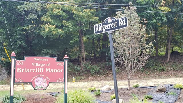 Briarcliff Manor signs