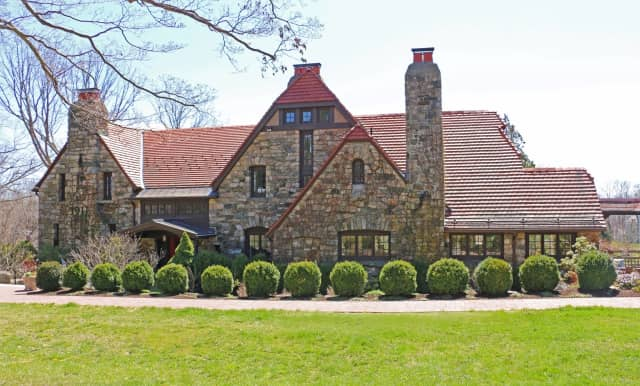 This English stone manor residence designed by famed architect Grosvenor Atterbury in Ridgefield is now on the market.