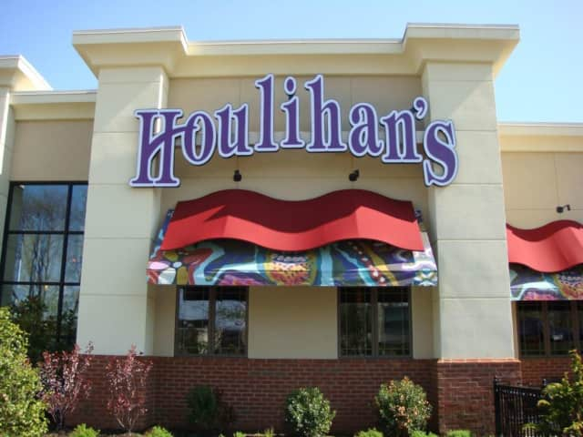 Houlihan's in Paramus will host a fundraiser for Bergenfield 5th graders.