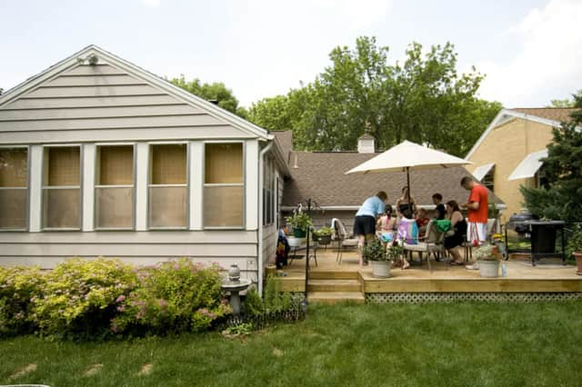 Wineology of Pawling includes five great tips for hosting an end-of-the-summer party.