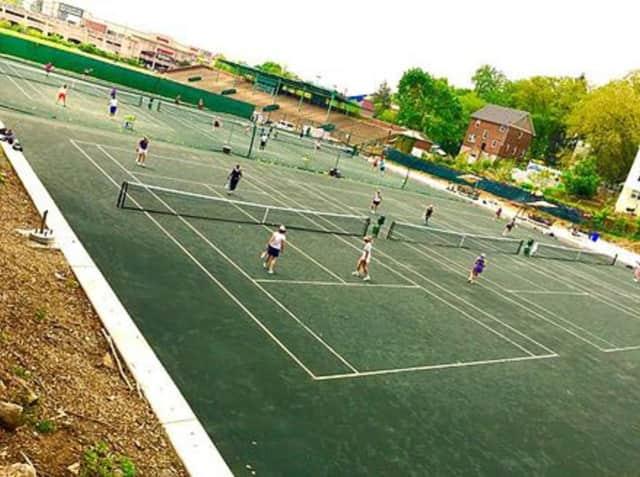 The Kela Tennis Center in Mount Vernon offers community tennis programs.