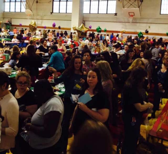 People flock to a previous Wanaque School fundraiser.