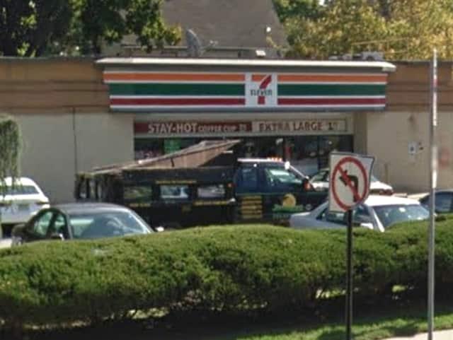 7-Eleven, 1247 Teaneck Road