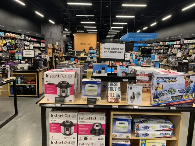 A 4-star Amazon store is now open in New Jersey.