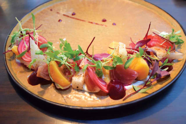 An order of emolacha y jicama, or beets three ways. Photographs by author.