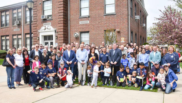 Former BOE member Thom Casadonte was memorialized in an Arbor Day event April 23.
