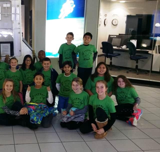 Parkway School students visit Buehler Challenger Center.