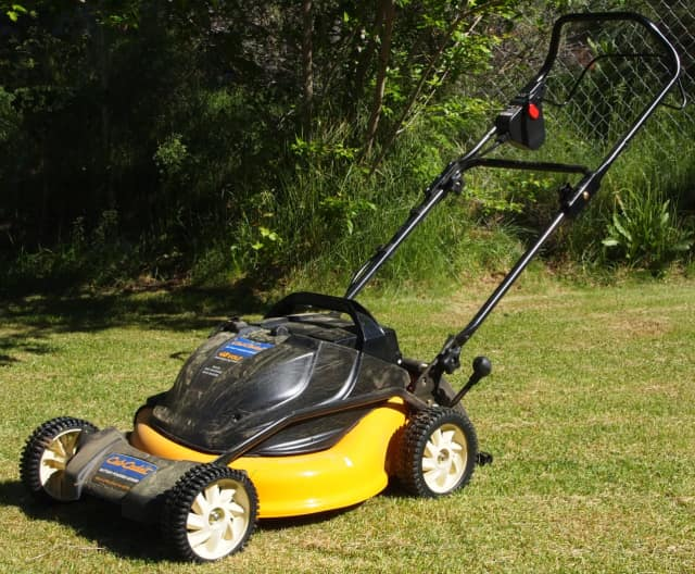 Despite positive traction, the Scarsdale Board of Trustees have voted to continue picking up grass clippings curbside.