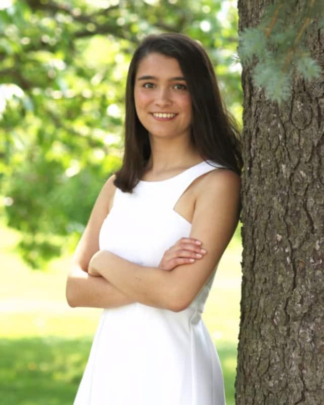New Canaan Resident Caroline Sarda graduated as valedictorian of Lauralton Hall's Class of 2016.
