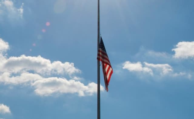 Gov. Dannel P. Malloy has ordered that flags in Connecticut be flown at half-staff in honor of the victims of the mass shooting in Las Vegas.