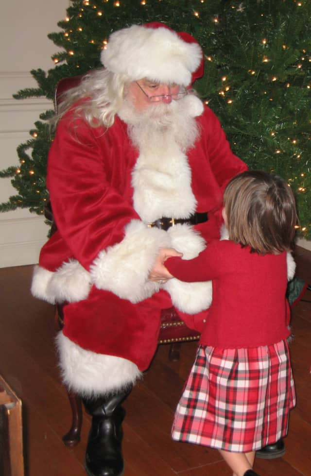 Mom's Morning In welcomes Santa Claus and the little ones Friday 8 to the Darien Community Association.