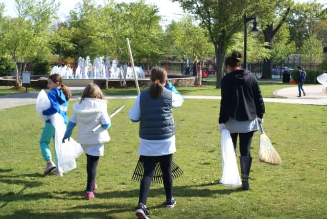 The Fair Lawn Recycling Division will host a litter clean up event June 11.
