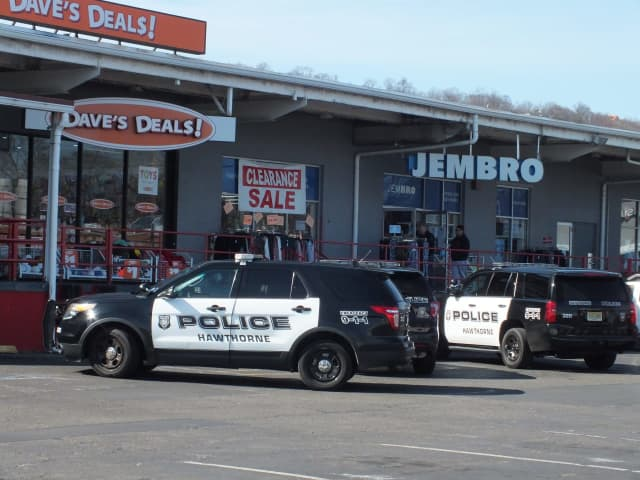 Hawthorne police at the Wagaraw Road shopping center.