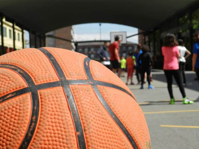 The New Rochelle YMCA is offering basketball clinics for youth.