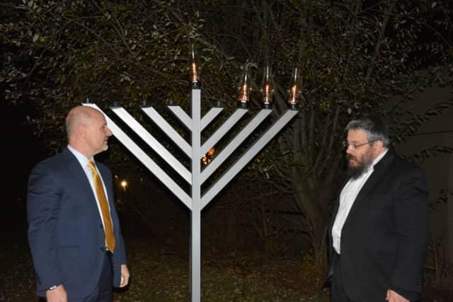 Rabbi Yosef Butman at the Chappaqua menorah lighting with New Castle Supervisor Rob Greenstein.