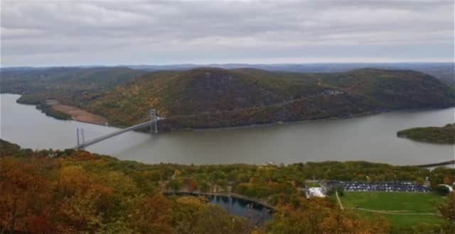 A woman jumped to her death in an apparent suicide Tuesday off the Bear Mountain Bridge Tuesday.