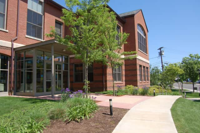 MedEd to start at Darien Public Library