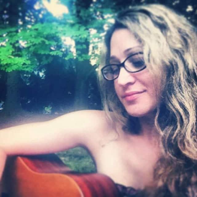 Singer/Songwriter Denise Hunt.
