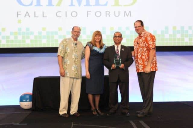 Dr. Shafiq Rab receives the 2015 Innovator of the Year Award.