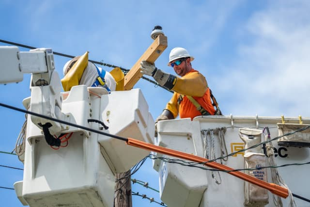 Thousands on Long Island were left without power on Long Island as PSEG crews continue making repairs.
