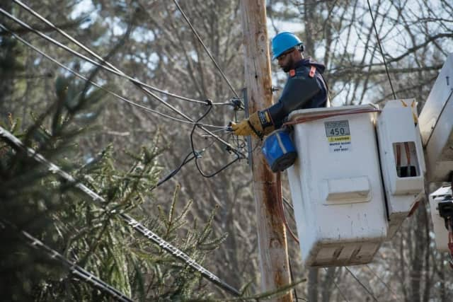 Utility crews in the Hudson Valley restored power to tens of thousands.