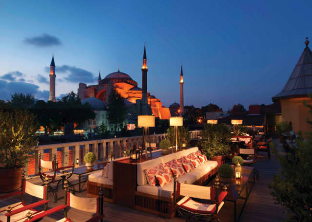 Aya Lounge at the Four Seasons Istanbul at Sultanahmet. Photograph by Peter Thuysbaert.