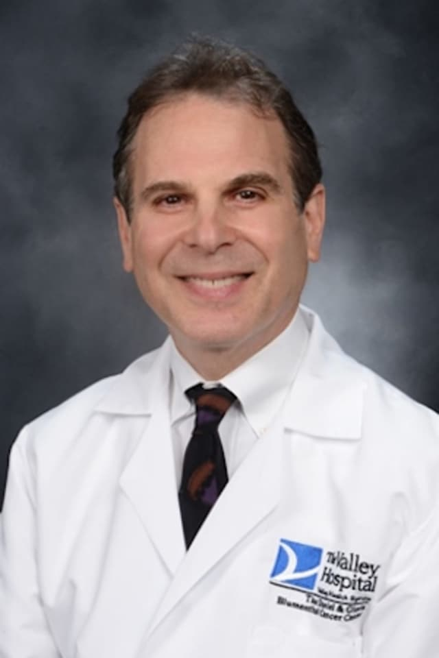 Dr. Howard Frey of The Valley Hospital explains the common symptoms and signs of testicular cancer.