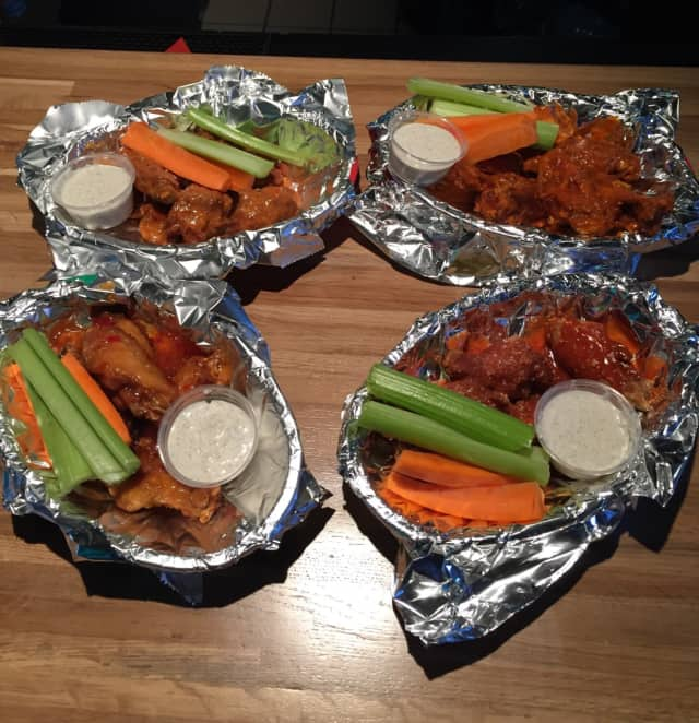 Wings at Jimmy Geez in Haledon.