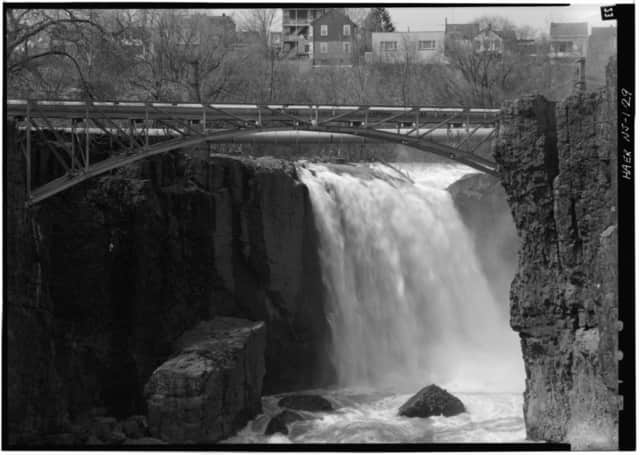 A park guide/social media intern is sought at Paterson Great Falls National Historic Park through at least late November.