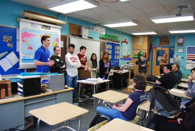 Hen Hud grads discuss college life with the school's seniors.