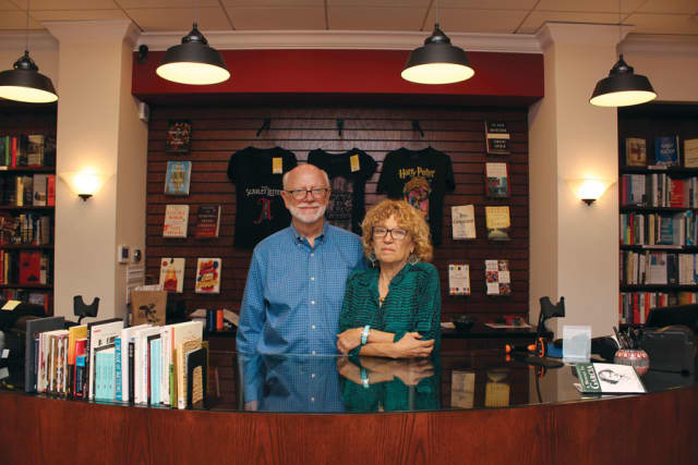 Mark Fowler and Jessica Kaplan, the couple behind the new Bronx River Books in Scarsdale. Photograph by Sebastián Flores.