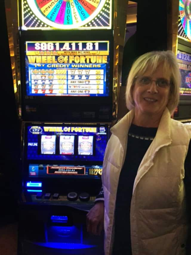 Empire State Casino winner Linda H. from Thornwood turned a $10 wager at the Empire State Casino in Yonkers into a nearly $1 million win.