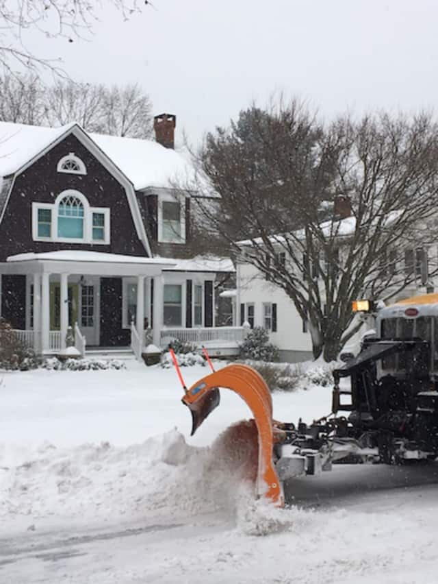How much snow is expected on Thursday in Fairfield County? Enough to plow!