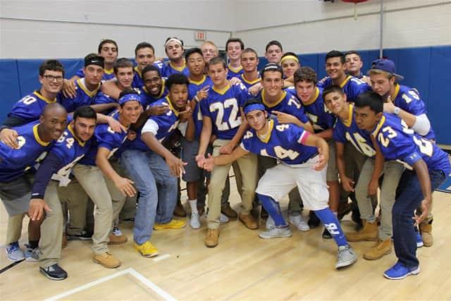The Ardsley High School Varsity Football Team is rallying behind their teammate whose mother is battling terminal leukemia.