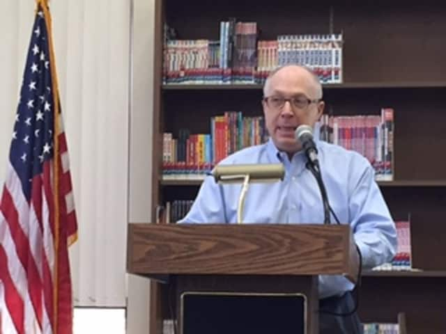 Campaign consultant Doug Schoen discussed the strengths and weaknesses of the presidential candidates Sunday at the Port Chester-Rye Brook Library.