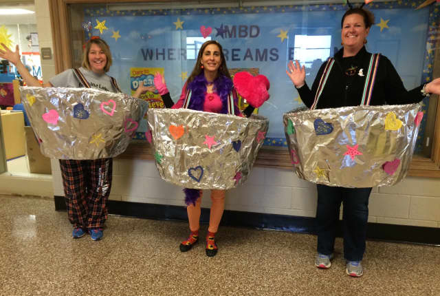 "Bloomingdale teachers hold ""buckets of kindness."""