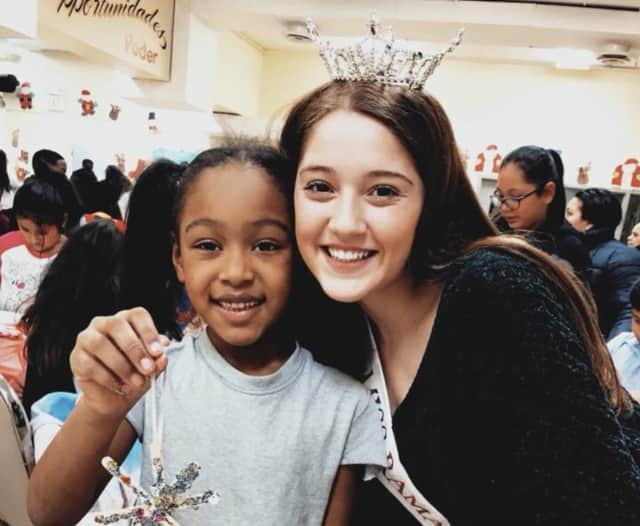 Meadow Paliotta of Ridgewood recently volunteered to help kids make holiday crafts at Oasis in Paterson.