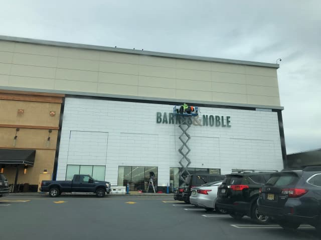 Store Of The Future Barnes Noble Prototype Readies For Hackensack