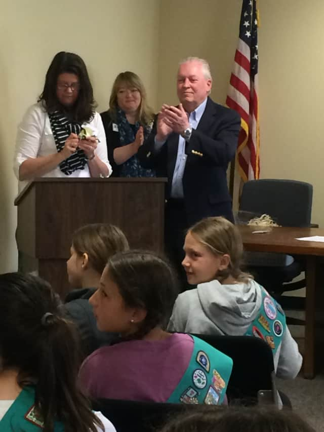 Fairfield First Selectman Michael Tetreau applauds an answer from one of the Girl Scouts who visited Independence Hall Wednesday.