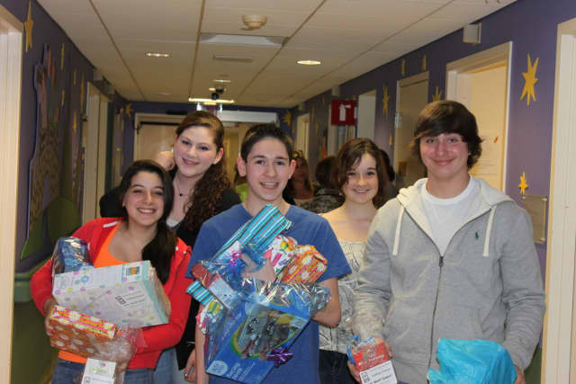 Valley Chabad invites teens to its Chanukah Social in Woodcliff Lake.