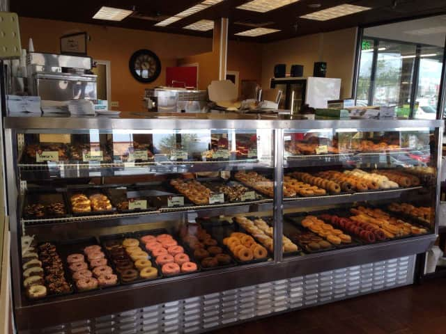 Glaze Donuts, the independent artisan doughnut chain in northern New Jersey, will open a second location at Wedgewood Plaza in Wayne.