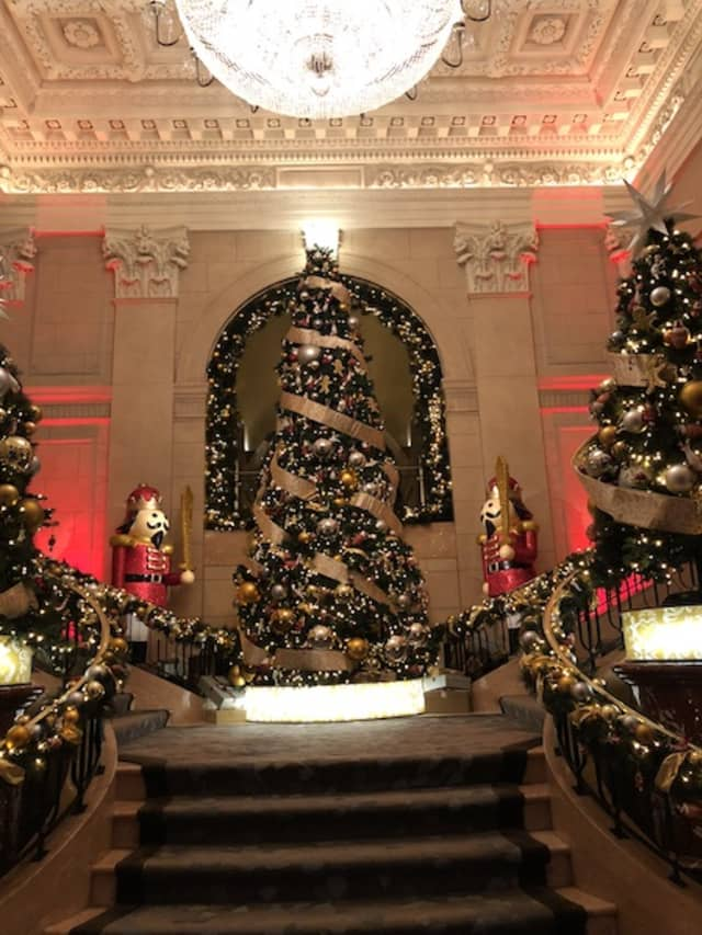 The lobby of the Peninsula New York, festooned by Morano Landscape Garden Design and The Xmas Designers. Courtesy Morano Landscape Garden Design.