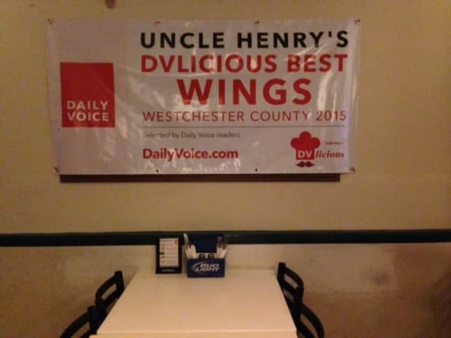 The DVlicious wings banner at Uncle Henry's.