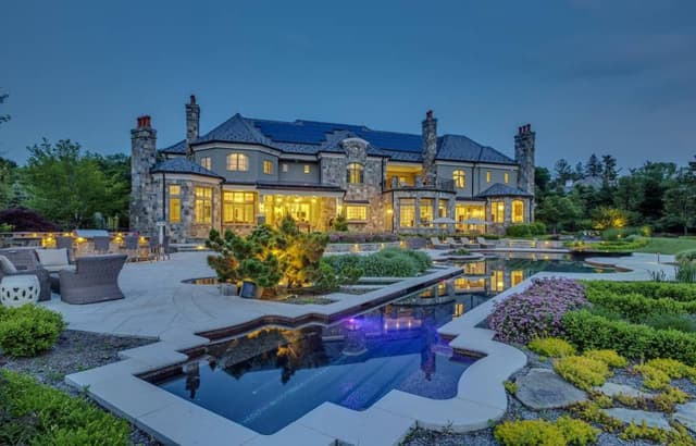 This sprawling Bedford Hills mansion is on the market for nearly $6.9 million.