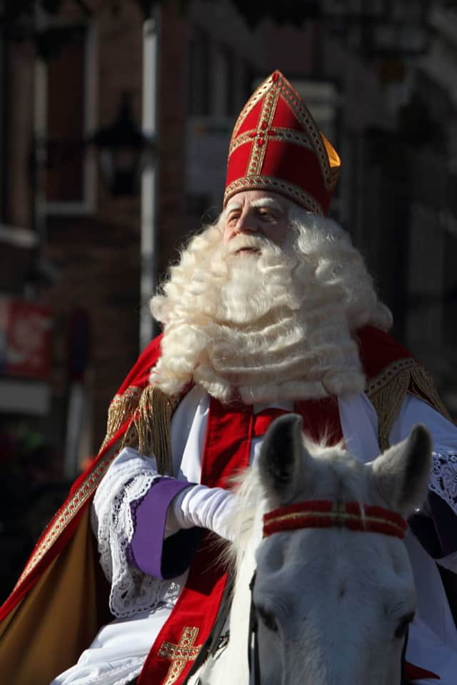 Master storyteller, Jonathan Kruk, performs his adaptation of the story about the Dutch legend, Sinterklass.
