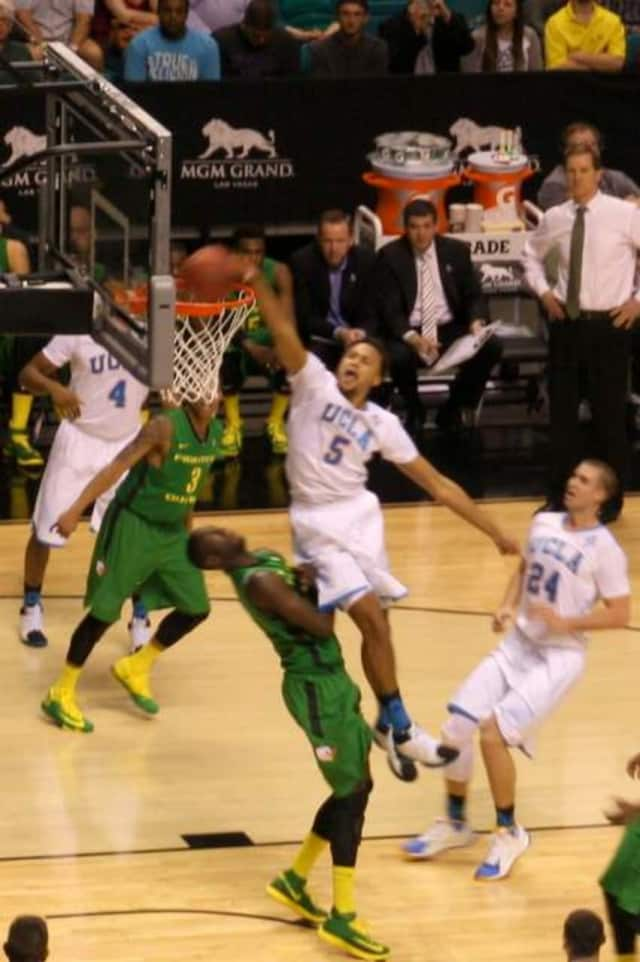 Anderson dunks against Oregon